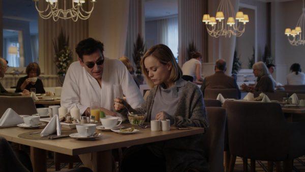 O mein Gott Filmstill - Michael Epp und Friederike Kempter Fruehstueck