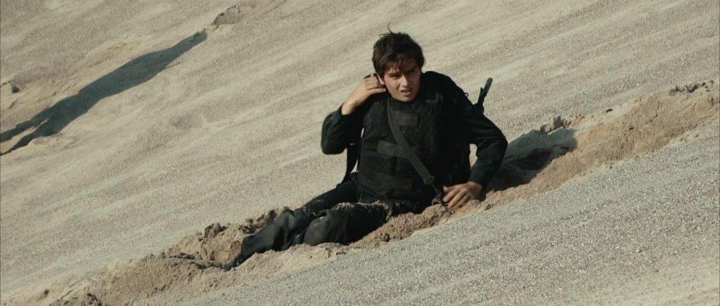 Zwei Soldaten Filmstill - Markus Krojer Wueste Abhang